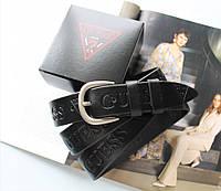 Женский кожаный ремень с тиснением Guess черный