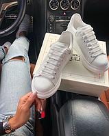 Кожаные кроссовки Alexander McQueen White женские / Кеды Александр Маккуин белые повседневные / Обувь Маквин