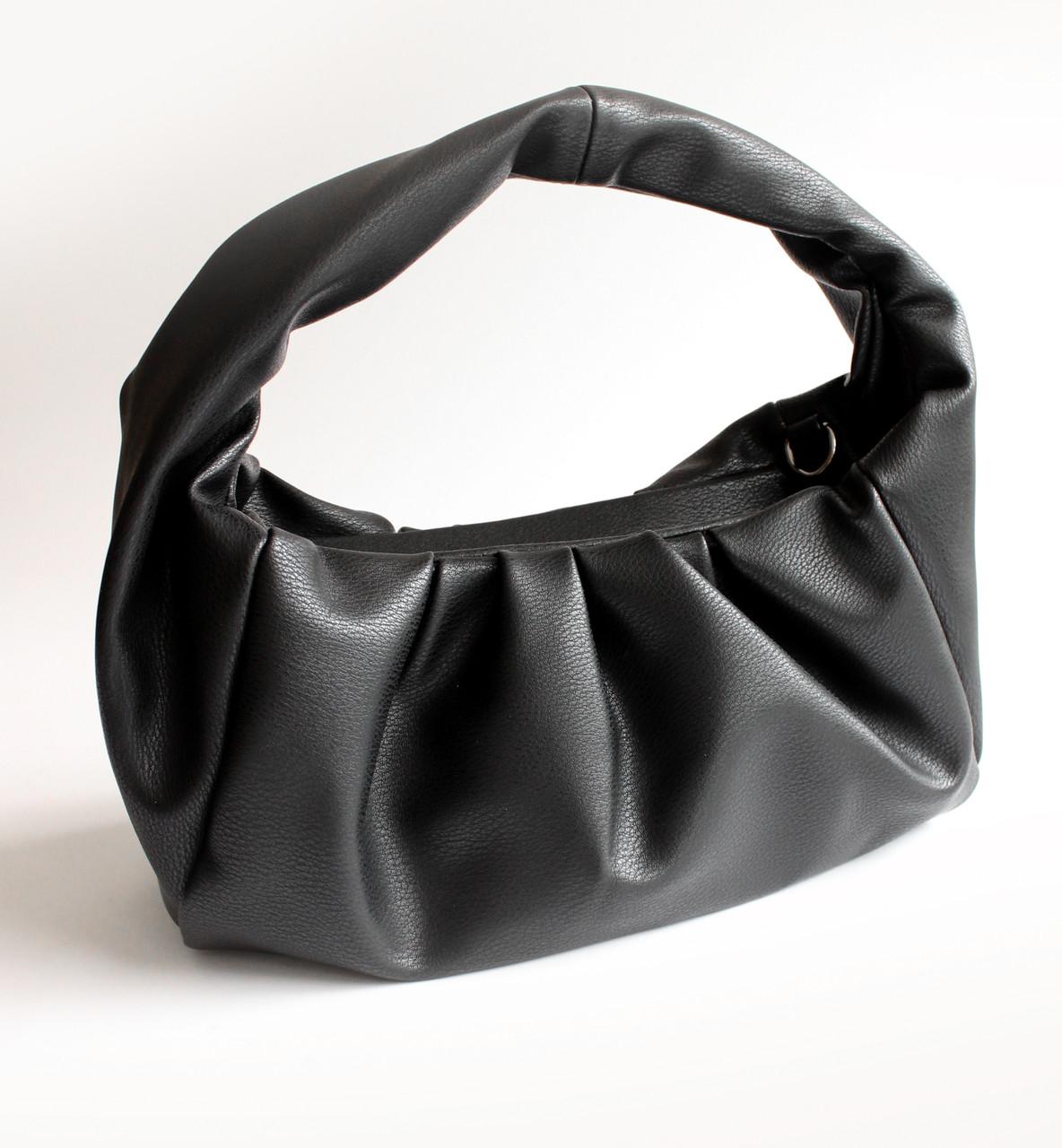 Жіноча чорна шкіряна сумка-хобо СУМ-13348