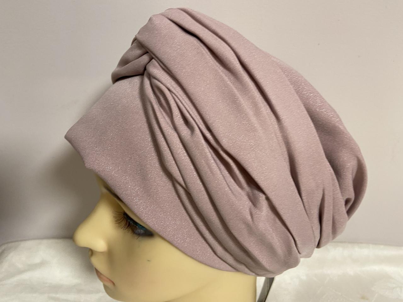 Шапка чалма демісезонна тонка з об'ємним плетеним прикрасою колір пудра