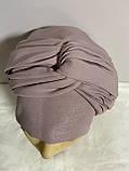 Шапка чалма демісезонна тонка з об'ємним плетеним прикрасою колір пудра, фото 3