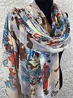 Женский весенний бежевый шарф с крупными цветами