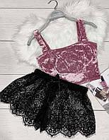 Комплект женский велюровый топ и черные шорты с кружевом.