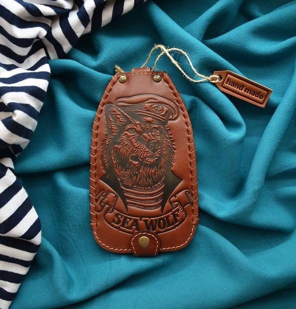 """Ключниця з кільцем з натуральної шкіри з художнім тисненням """"Морський вовк"""""""