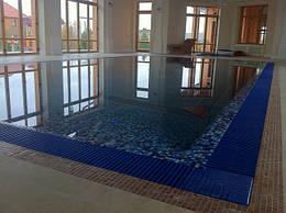 Бетонний басейн з оздобленням мозаїкою