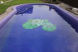 Вуличний басейн з оздобленням мозаїкою