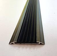 Алюминиевая накладка на ступени с одной антискользящей вставкой плоская, 48 мм. УЛ 150. Бронза оливка (краш), 1.0м