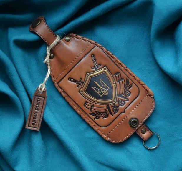 """Ключниця з кільцем з натуральної шкіри з художнім тисненням """"Герб України"""""""