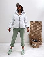 Женская белая куртка с капюшоном