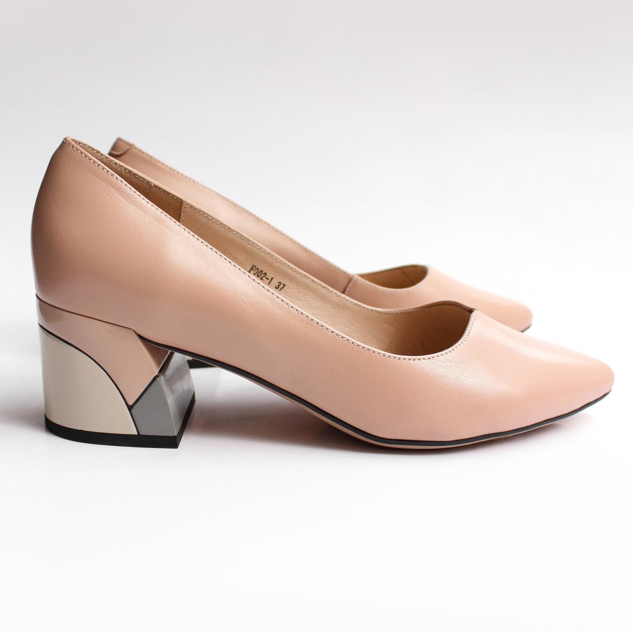 Жіночі бежеві шкіряні туфлі