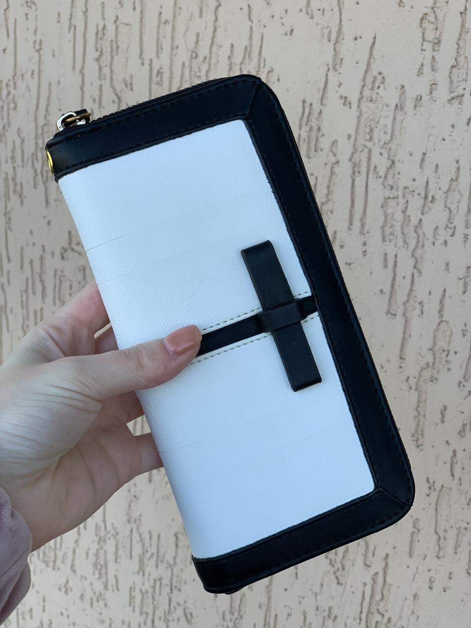 """Клатч - гаманець """"Леді"""" штучна шкіра високої якості, чорно-білий колір, з бантиком."""