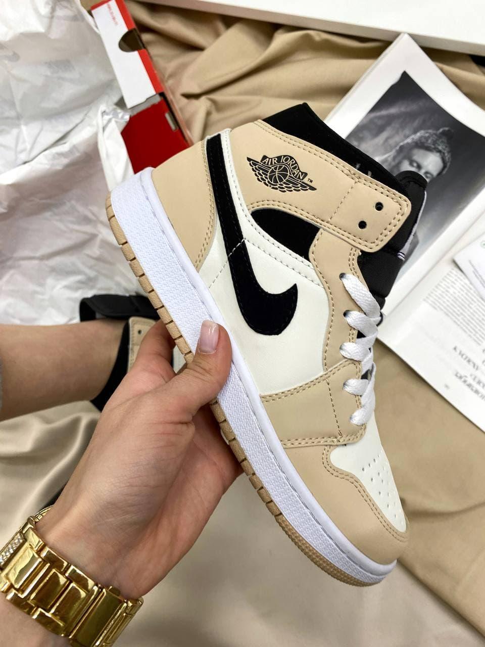 Женские кроссовки Nike Air Jordan Retro High Beige/Black