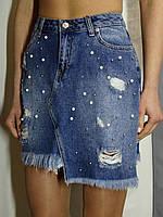 Женская джинсовая юбка с жемчужинами и асимметричным низом