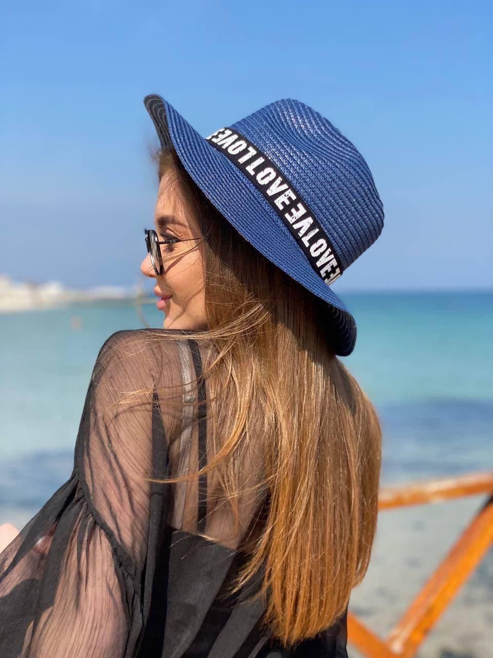 Восхитительная синяя пляжная шляпа с декором
