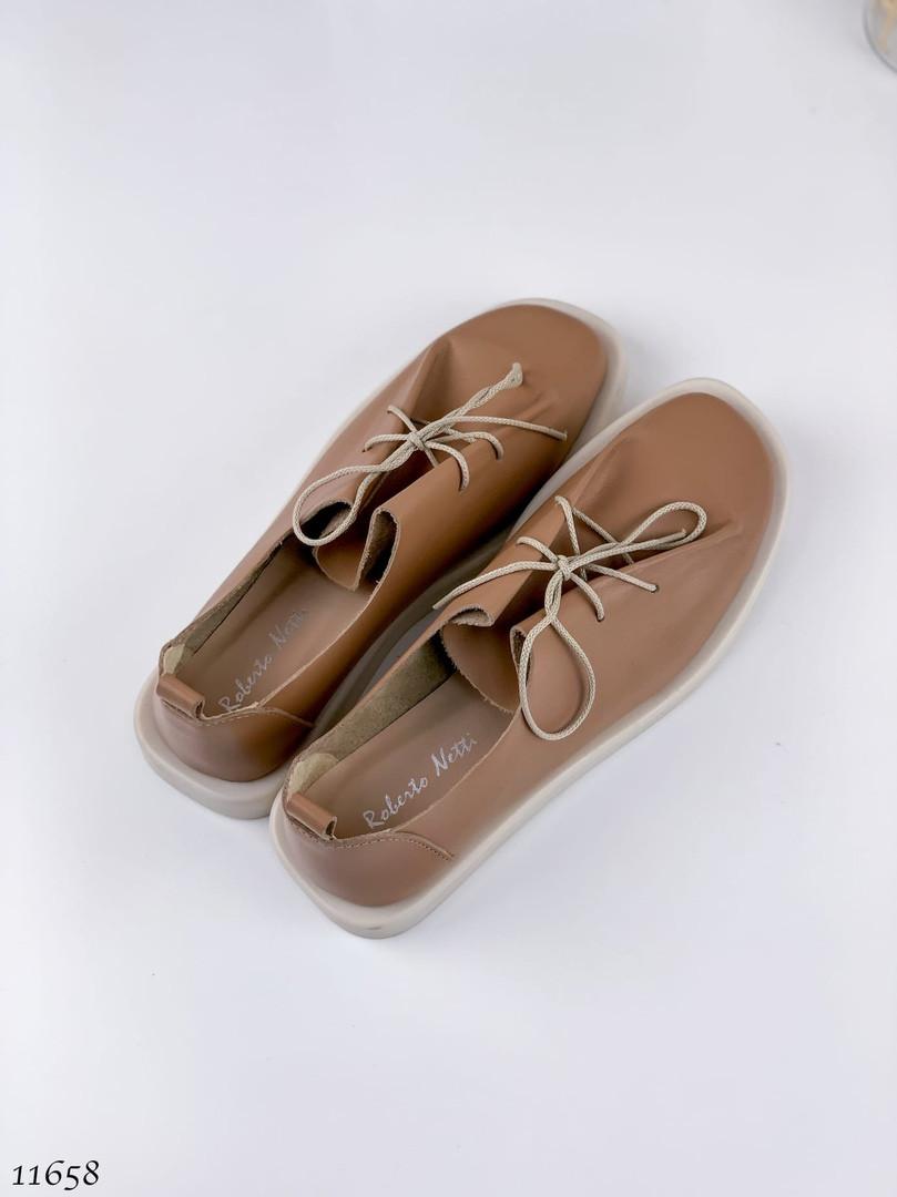 Коричневі жіночі туфлі