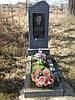 Одинарный памятник с цветником из гранита вертикальный образец №2