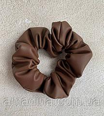 Резинка для волосся коричнева, жіноча об'ємна шкіряна резинка шоколадна, женская резинка коричневая кожа