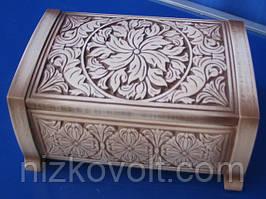 Скриня різьблена з натурального дерева (235х155х95)