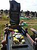 Одинарный памятник с цветником из гранита вертикальный образец №3