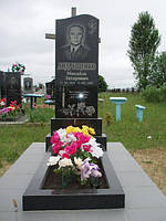 Одинарный памятник с цветником из гранита вертикальный образец №13