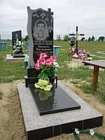 Одинарный памятник с крестом и надгробной плитой из гранита образец №15