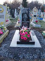 Одинарный памятник крест с цветником из гранита вертикальный образец №24