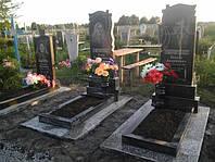 Памятник с цветником из гранита ритуальными вазами образец №58