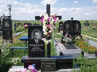 Памятник надгробие Крест с ритуальной табличкой из гранита образец №68