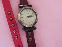 Аналоговые часы в стиле ретро с круглым циферблатом и ремешком из PU кожи (красный, коричневый)