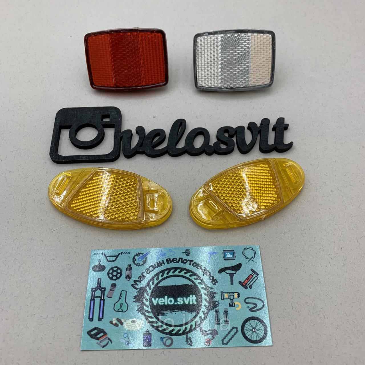 Комплект разноцветных катафотов для колес велосипедов.