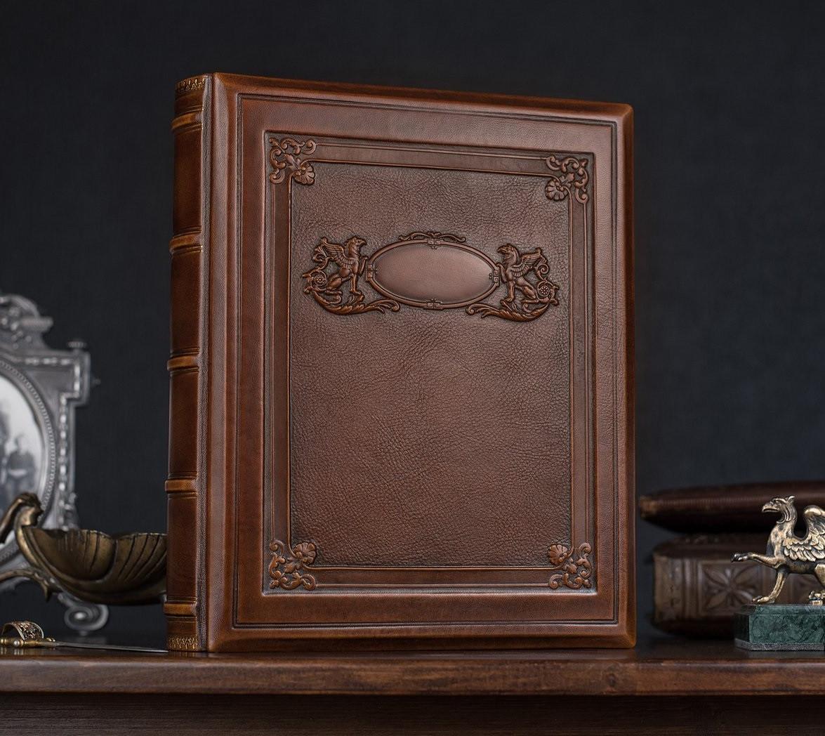 """Родословная книга в кожаной обложке с кольцевым механизмом """"Грифоны"""". Цвет коричневый"""