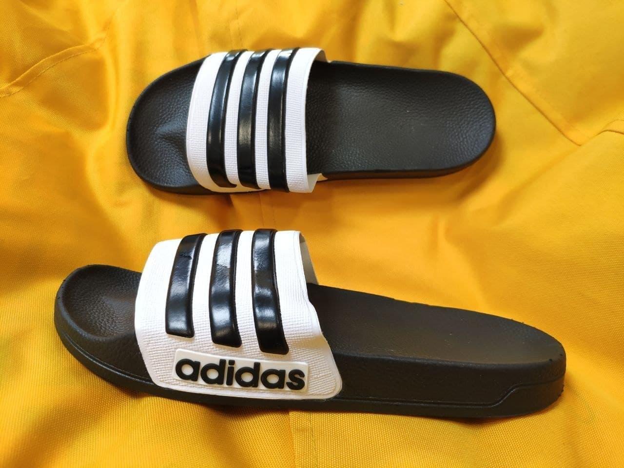 Мужские шлепки Adidas (черно-белые) D106 модные легкие тапочки