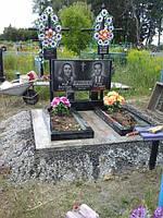 Горизонтальный двойной памятник с цветником из гранита образец №11
