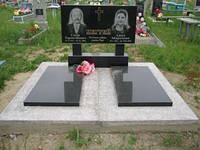 Гранитный двойной памятник с плитами горизонтальный образец №13