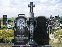 Гранитный памятник двойной горизонтальный с крестом и художественным оформлением образец №22
