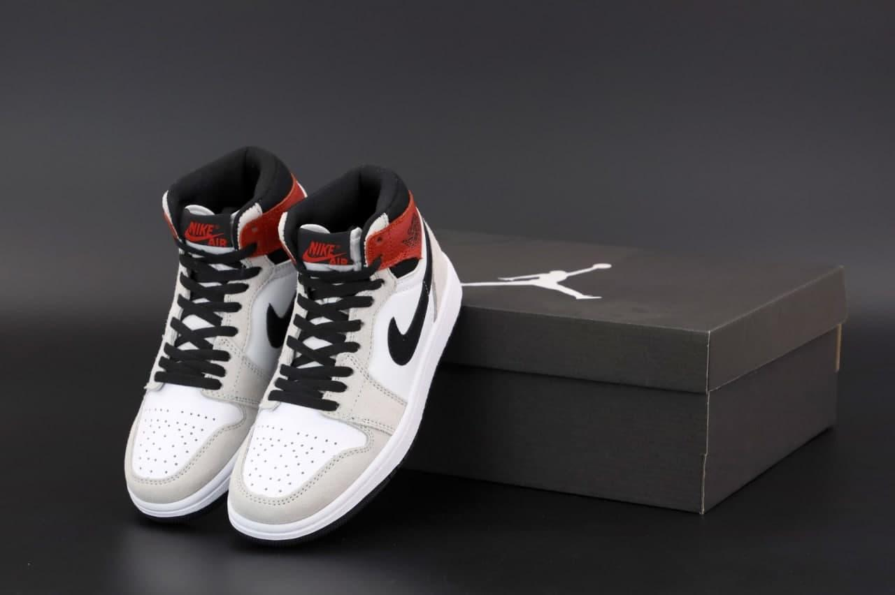 Женские кроссовки Nike Air Jordan 1 Retro (белые с серым и бордовым) К12523 стильные спортивные кроссы