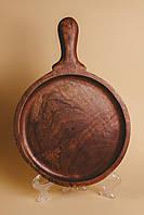 Дошка дерево кругла з ручкою 30,5 см коричнева