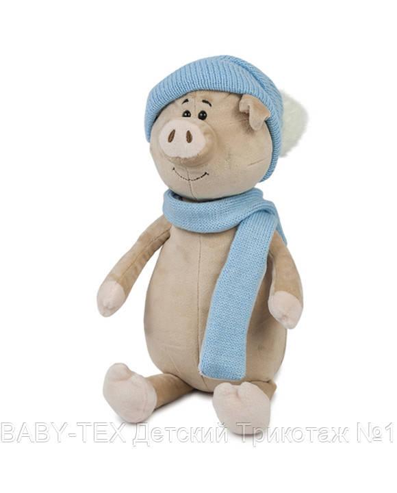 Свин Бен с шарфом и шапкой, 22 см