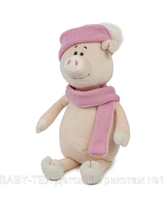 Свинка Аша з шарфом і шапкою, 22 см