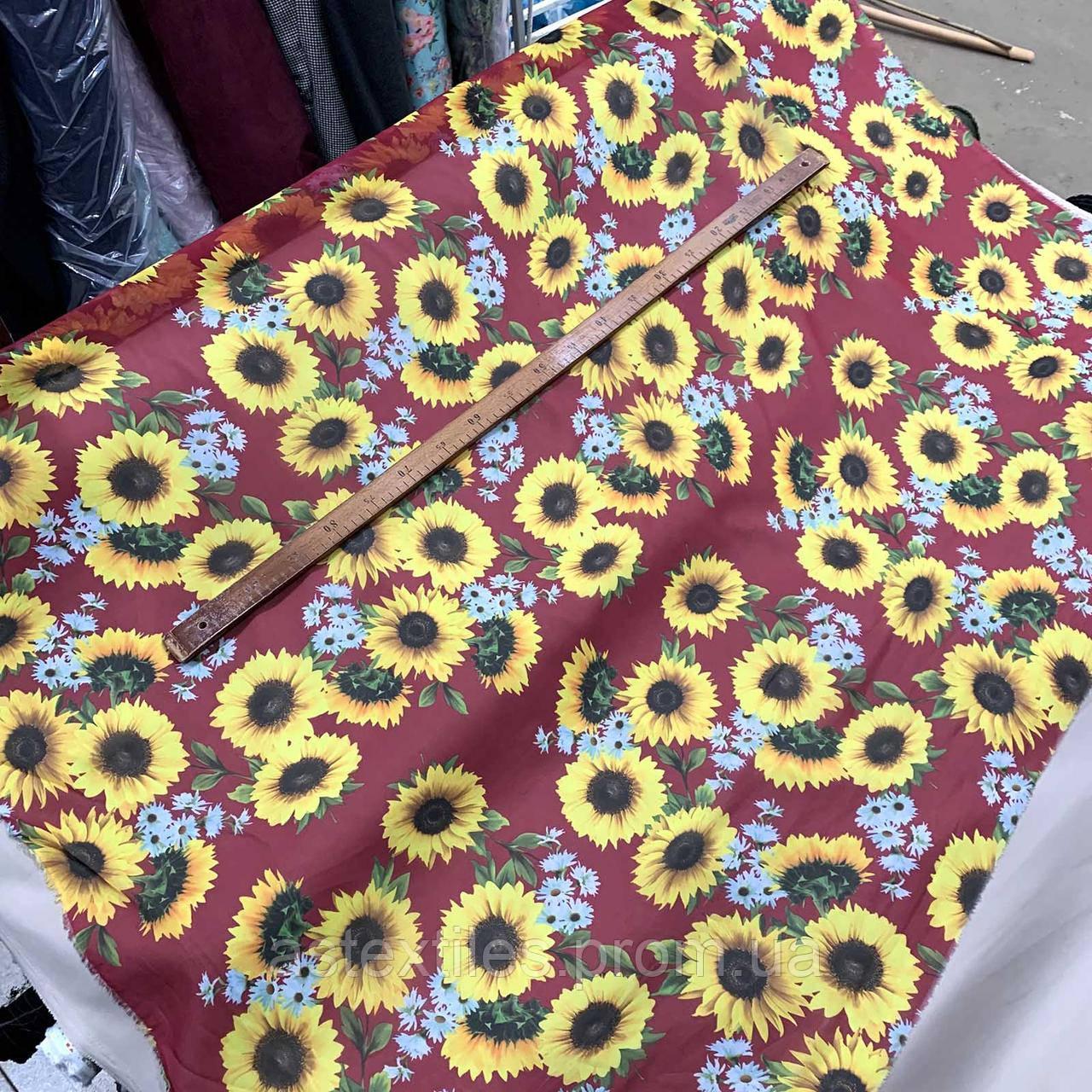 Шифон принт (на бордовом фоне крупные цветы)