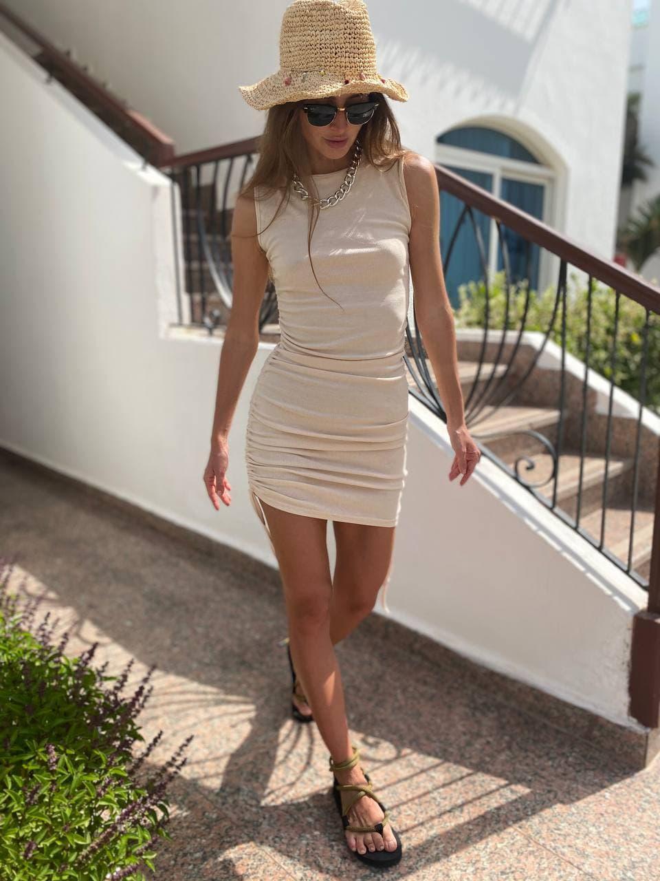 Трикотажное молочное платье на завязках