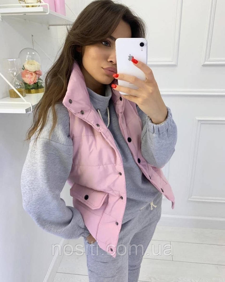 Жіноча весняна безрукавка на синтипоне з великими кишенями
