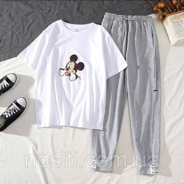Жіночий костюм з футболкою з принтом Міккі Мауса