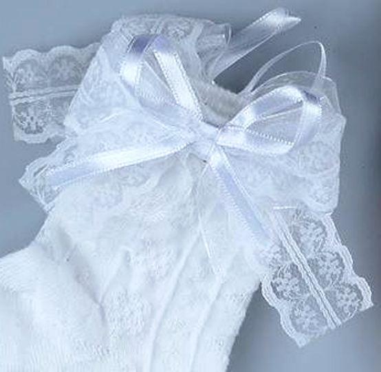 Носки белого цвета с рельефным рисунком Bross с шелковой ленточкой и бантом