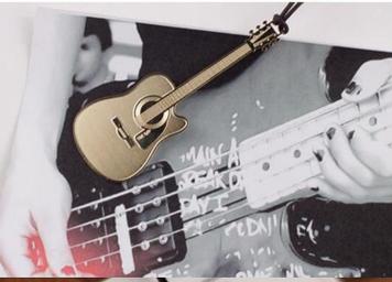 Закладка для книги золотистий тонкий метал музичний інструмент гітара
