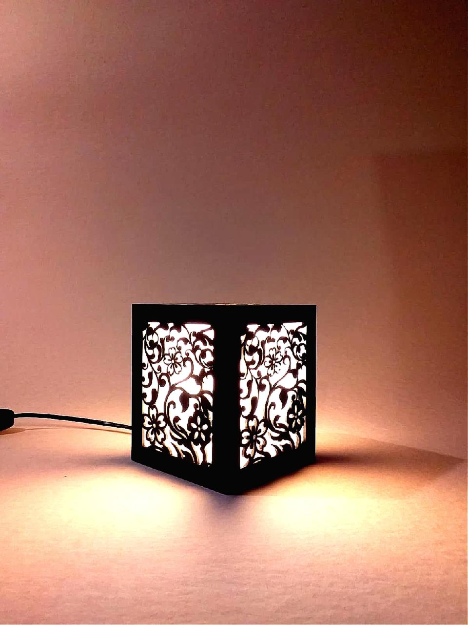 Ночник деревянный настольный с цветочным узором 12×12×14, светильник-ночник