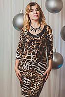 Шикарное молодежное платье с тигровым принтом украшено вставками из кожи