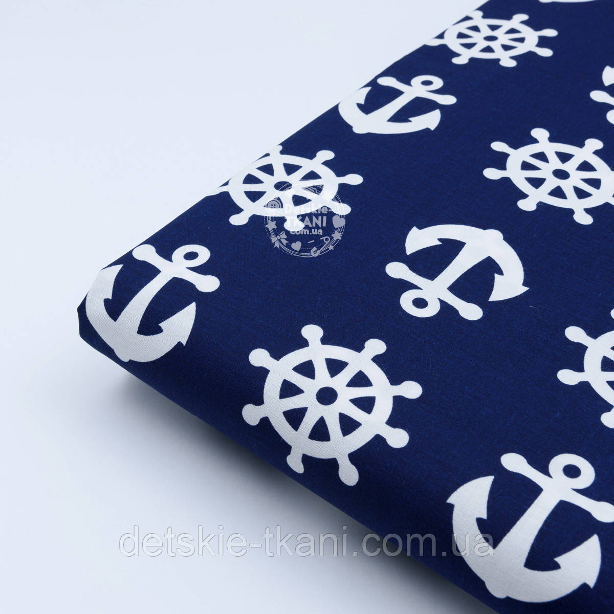 Лоскут хлопковой ткани с якорями и штурвалом на тёмно-синем фоне, размер 33*40 см