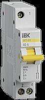 Вимикач-роз'єднувач трипозиційний ВРТ-63 1P 40А IEK