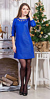 Яркое молодежное платье приталенное в украшением на груди